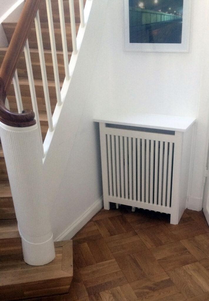 Et ubrugelig plads bliver brugbar med en radiatorskjuler i stilrent design og den bedste kvalitet.