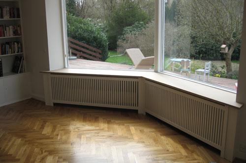 Karnap radiatorskjuler med Jærgersborg tremmer og Gentoft ben.