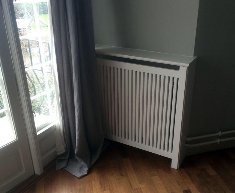 Udsmyk din gamle bolig med en smuk radiatorskjuler. God kvalitet som bliver tilpasset dine vinkler.