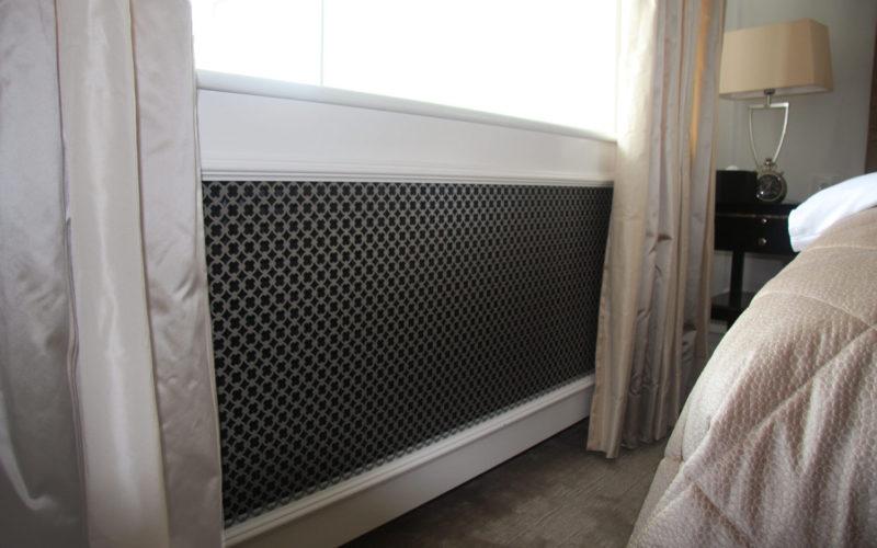 D'angleterre mønsterplade radiatorskjuler med Old English ben under vindue