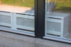 Bænk radiatorskjuler med Stjerne mønsterplade og Antik ben