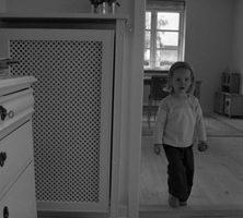 Hjørne radiatorskjuler med antikflet Mønsterplade og Antik ben